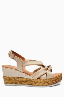Knot Asymmetric Wedges